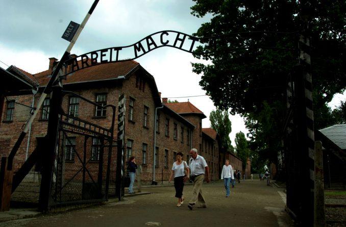 Porten til Auschwitz med det velkjente Arbeit Macht Frei - arbeid gjør fri. For mange gjorde det ikke det... Foto: Pål Stagnes