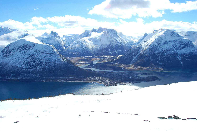 Utsikt mot Åndalsnes fra Strandafjellet. Foto: Pål Stagnes