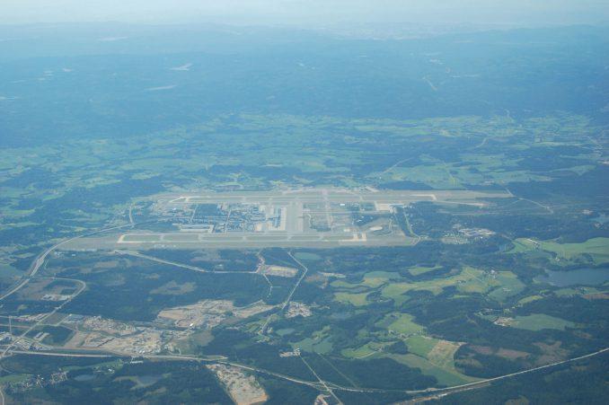 Oslo Lufthavn Gardermoen sett fra luften. Foto: Pål Stagnes
