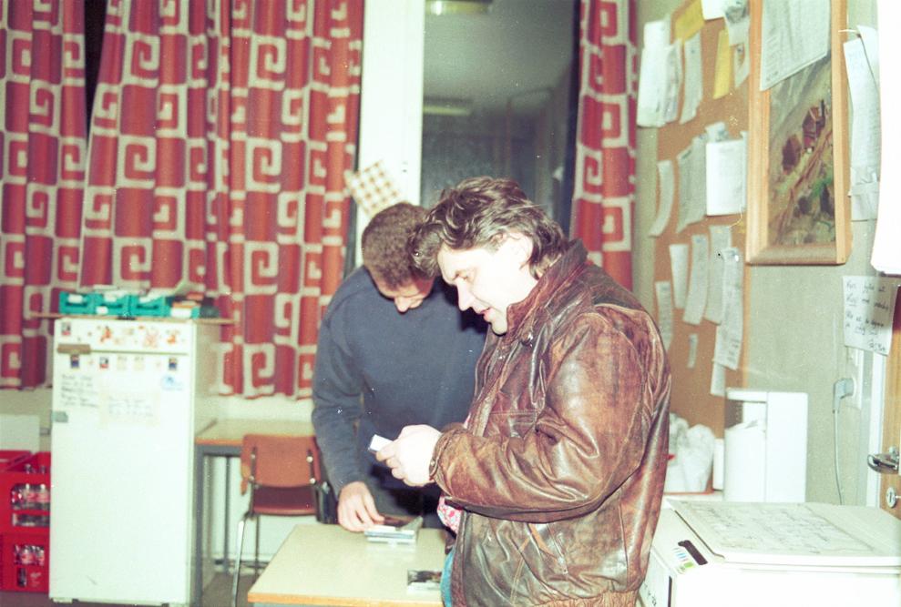 Rune og Nils Harald i de siste forberedelsene før sending. Foto: Pål Stagnes