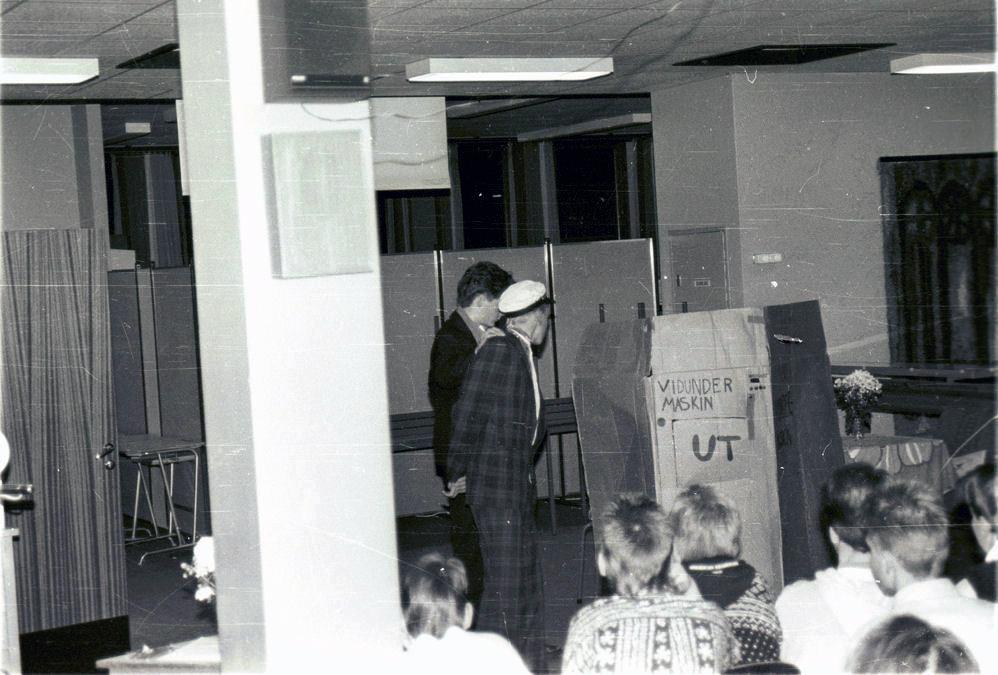 Skoleball Åndalsnes Ungdomsskole 1990. Foto: Pål Stagnes