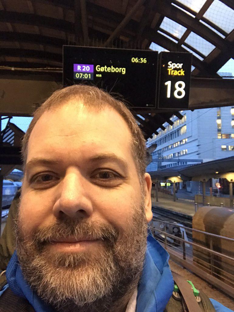 Tidlig morgen på Oslo S og jeg er klar for å legge ut på Interrail. Foto: Pål Stagnes